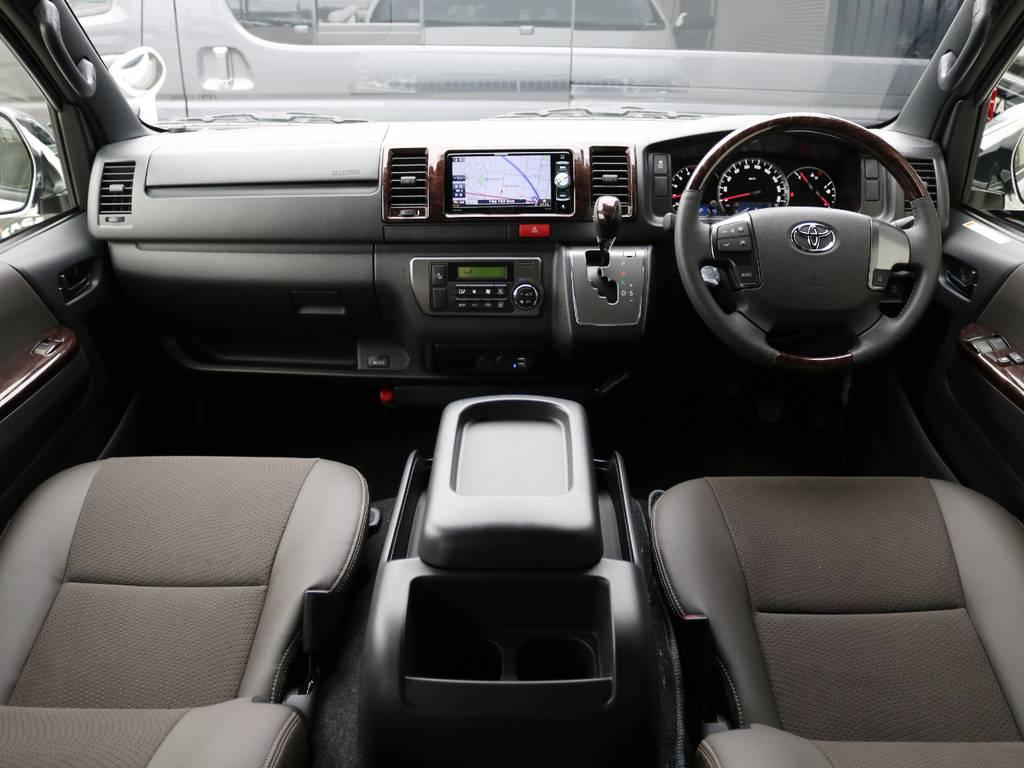 内外装ライトカスタム済みの一台♪ | トヨタ ハイエースバン 2.8 スーパーGL 50TH アニバーサリー リミテッド ロングボディ ディーゼルターボ 床貼り ライトカスタムPKG