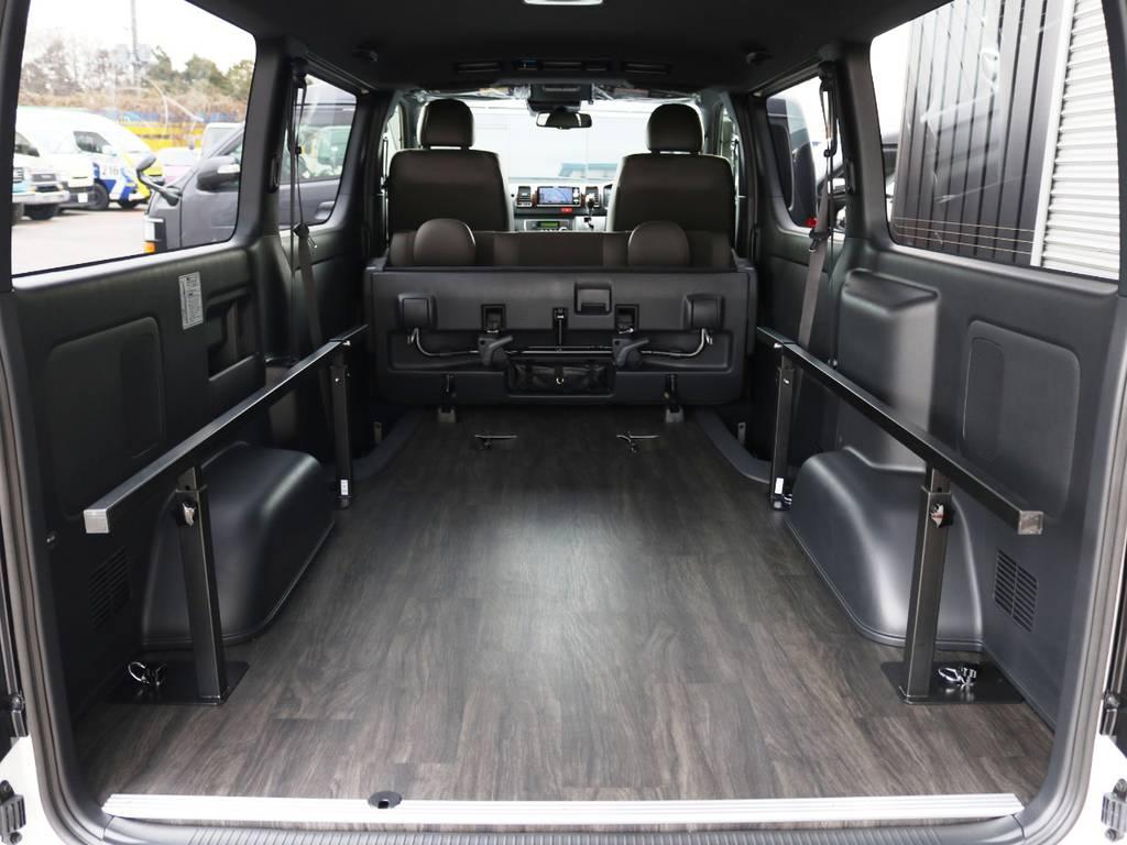 ベッド板を外せば広々としたラゲッジスペースに!! | トヨタ ハイエースバン 2.8 スーパーGL 50TH アニバーサリー リミテッド ロングボディ ディーゼルターボ 床貼り ライトカスタムPKG