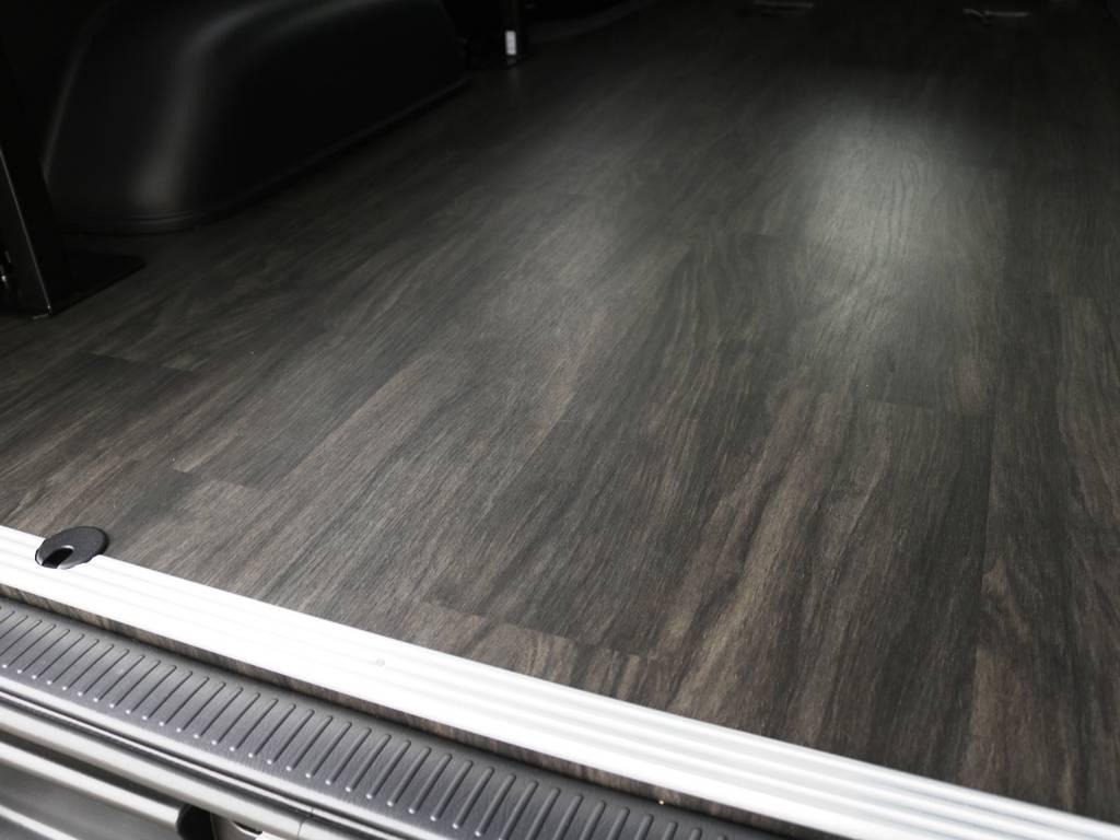 黒木目調 重歩行フロア施工済み♪ | トヨタ ハイエースバン 2.8 スーパーGL 50TH アニバーサリー リミテッド ロングボディ ディーゼルターボ 床貼り ライトカスタムPKG