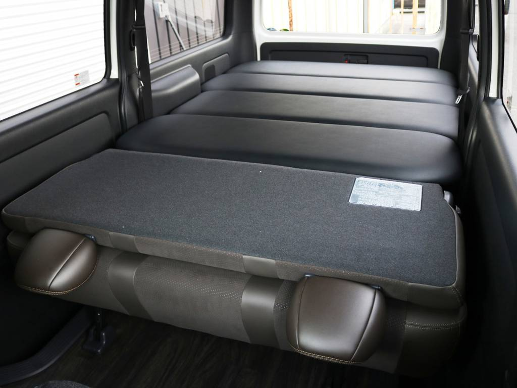 ベッドキット付き、広々ハイエースバン! | トヨタ ハイエースバン 2.8 スーパーGL 50TH アニバーサリー リミテッド ロングボディ ディーゼルターボ 床貼り ライトカスタムPKG