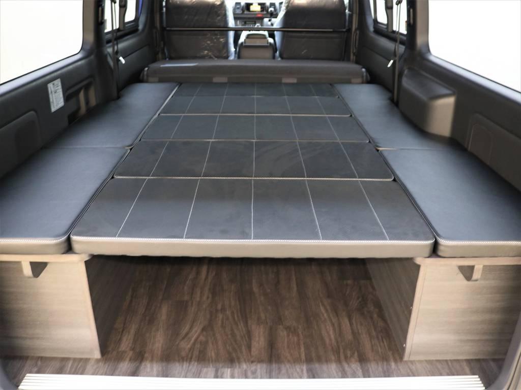 セカンドシートを倒して広々車中泊モード! | トヨタ ハイエースバン 2.8 スーパーGL ダークプライムⅡ ロングボディ ディーゼルターボ 4WD FLEX Ver4 バトルシップⅡ