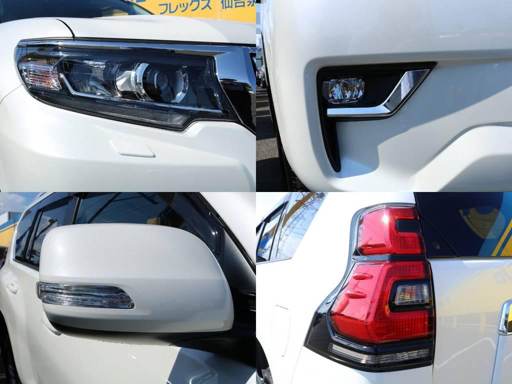 高輝度で点灯速度が速く、しかも消費電力の少ないLEDをハイ・ロービーム&フォグに採用。先行車・対向車への眩惑防止に配慮し、車両姿勢の変化に関わらず照射軸を一定に保つオートレベリング機能付です! | トヨタ ランドクルーザープラド 2.8 TX Lパッケージ ディーゼルターボ 4WD 5人 20AW&KO2 9ナビBカメ