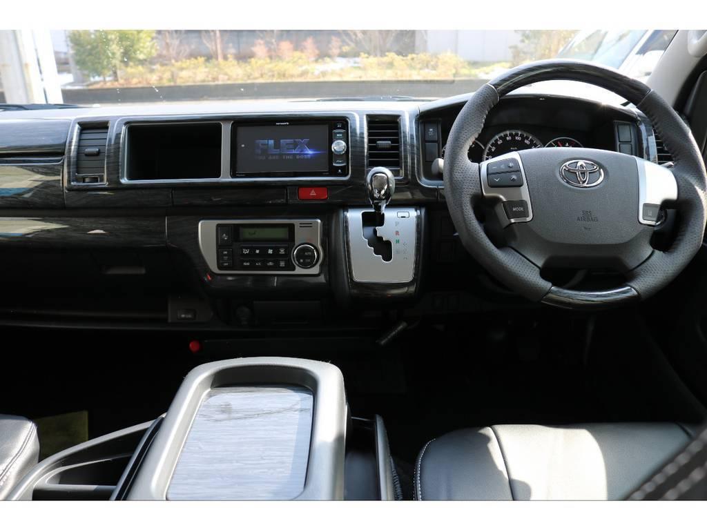 黒木目調インテリアパネルでドレスアップ済み! | トヨタ ハイエース 2.7 GL ロング ミドルルーフ 4WD 4WDシートアレンジR1