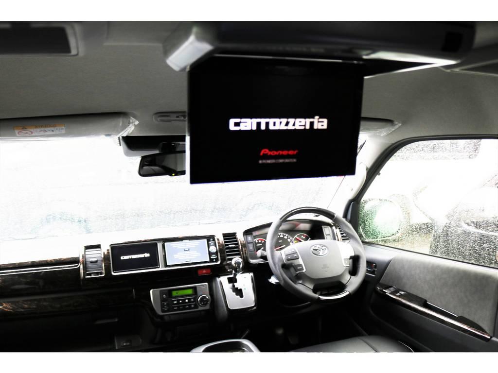 後席フリップダウンモニター付きで後部座席の同乗者も快適な車内をすごせますね!