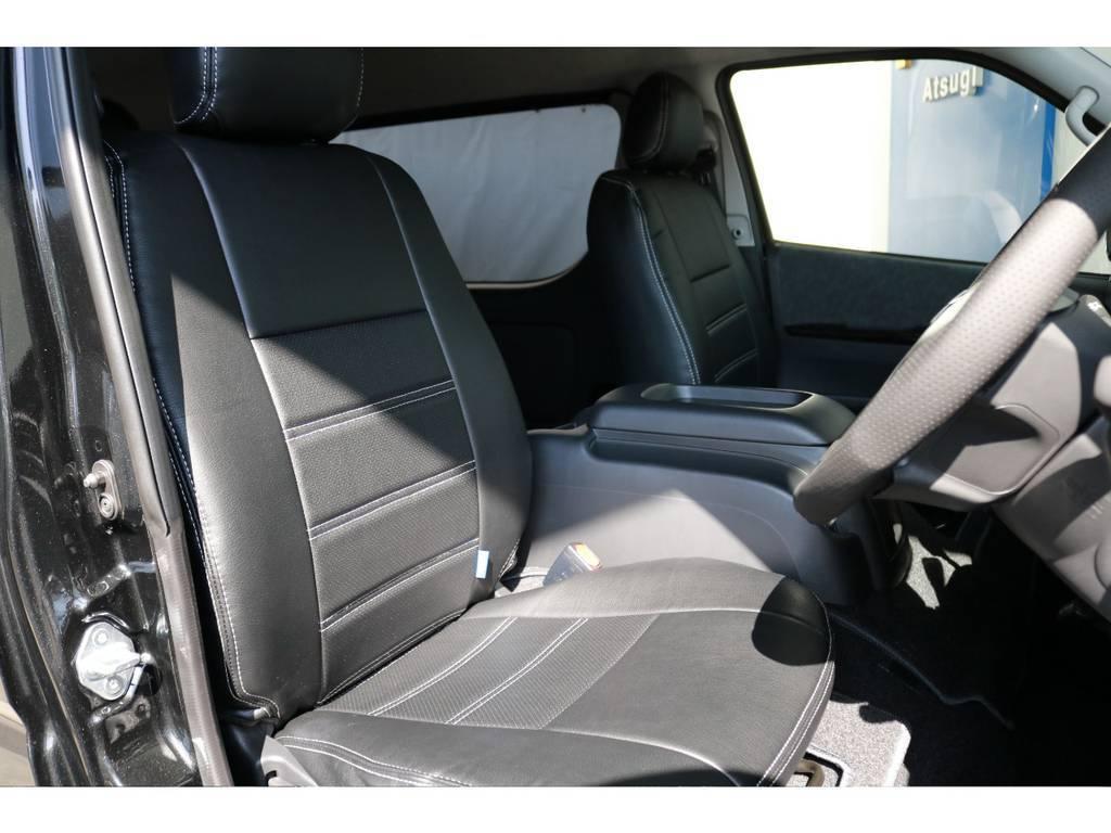 運転席側のドアを開けたイメージです。ハイエースは車高が高く前がないので運転しやすいですよ!!