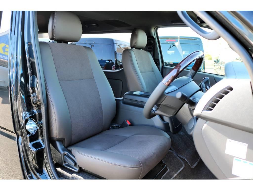 フロントシートも特別仕様!! | トヨタ ハイエースバン 2.8 スーパーGL 50TH アニバーサリー リミテッド ロングボディ ディーゼルターボ 50TH