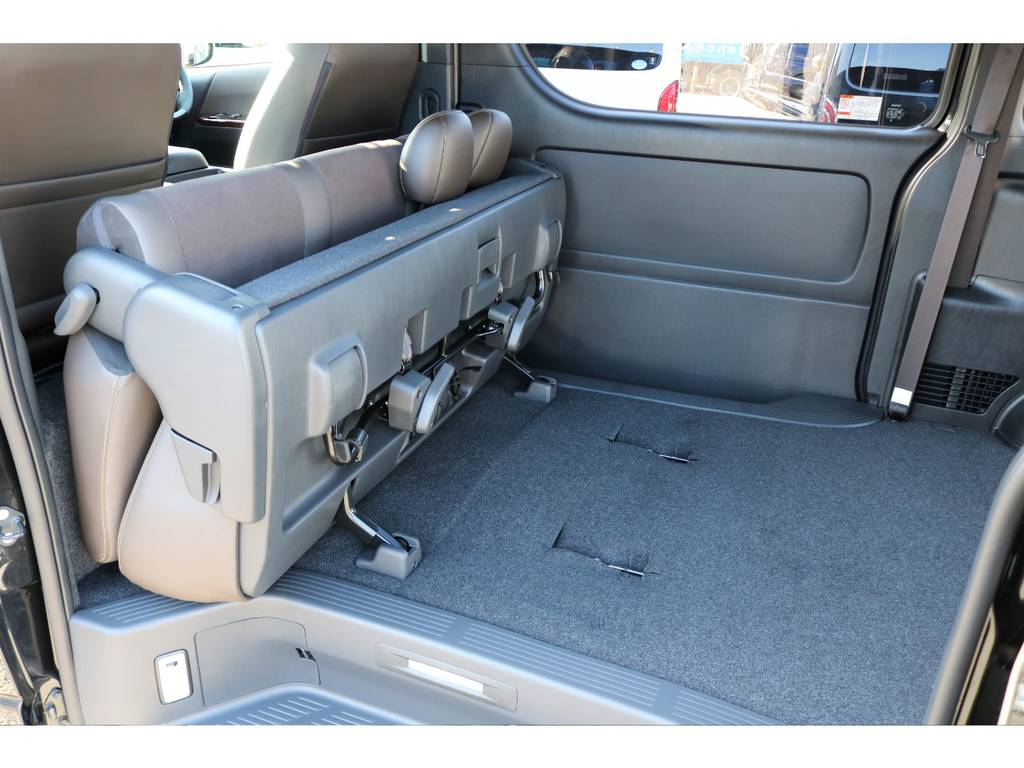 折り畳み式セカンドシート!! | トヨタ ハイエースバン 2.8 スーパーGL 50TH アニバーサリー リミテッド ロングボディ ディーゼルターボ 50TH