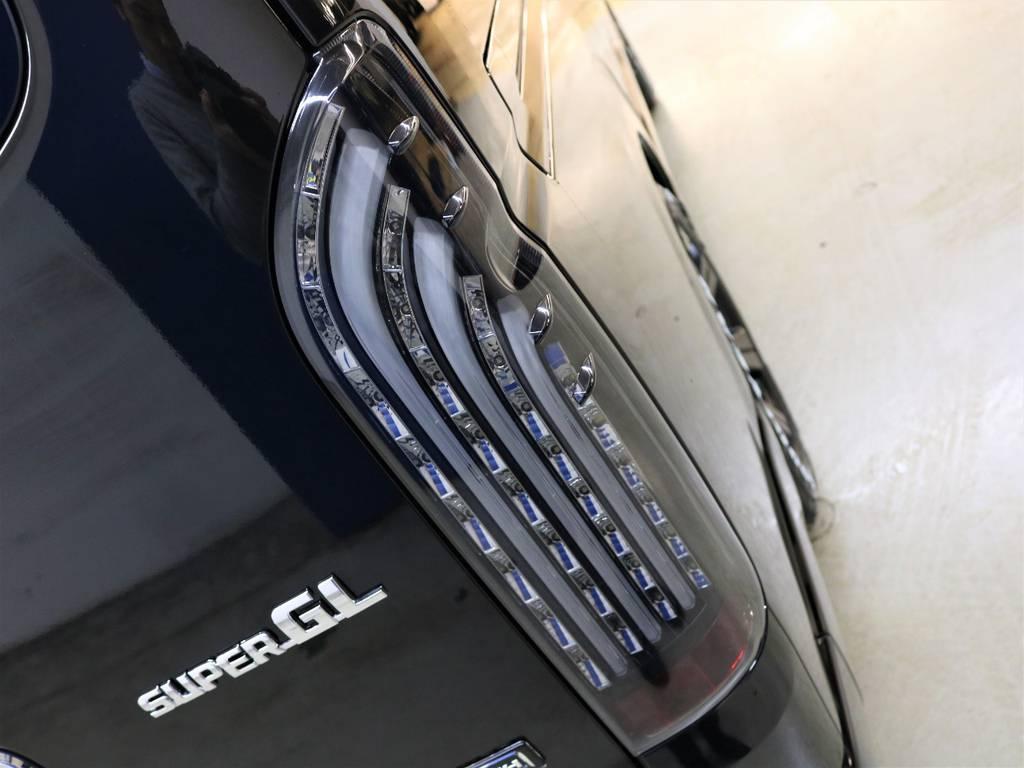FLEXオリジナル【煌ブラック】テールランプ! | トヨタ ハイエースバン 2.8 スーパーGL 50TH アニバーサリー リミテッド ロングボディ ディーゼルターボ 4WD FLEXベッドキット
