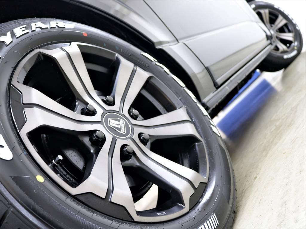 走行中のシルエットもかっこいいですよ! | トヨタ ハイエースバン 2.8 スーパーGL 50TH アニバーサリー リミテッド ロングボディ ディーゼルターボ 4WD FLEXベッドキット