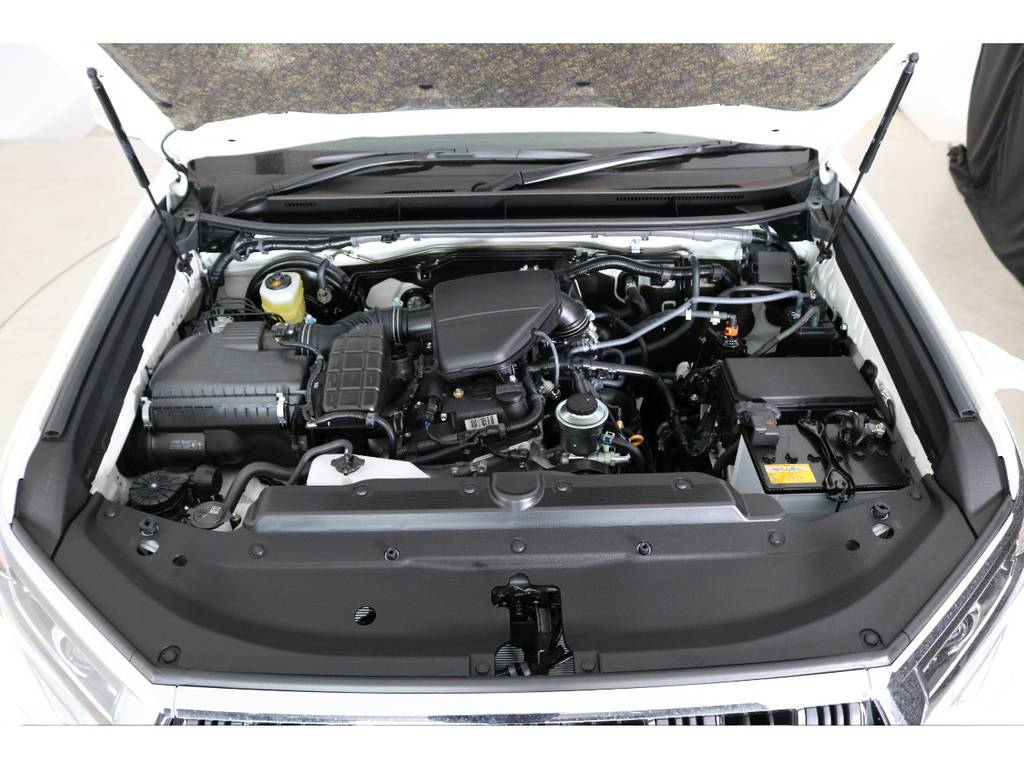 店舗敷地内に工場完備ですので車検から整備までお任せください。   トヨタ ランドクルーザープラド 2.7 TX Lパッケージ 4WD 7人 新車未登録車 9インチナビ