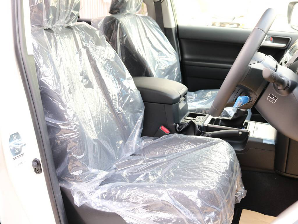 高級感のある本革シート!座り心地もグッド!   トヨタ ランドクルーザープラド 2.7 TX Lパッケージ 4WD 7人 新車未登録車 9インチナビ