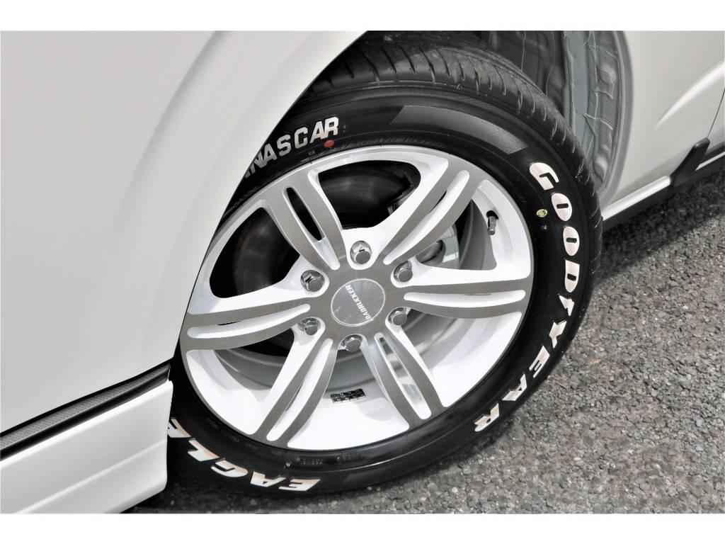 パールホワイトのボディに良く似合いますね♪ | トヨタ ハイエース 2.7 GL ロング ミドルルーフ 4WD TSS付フレックスVer2内装架装