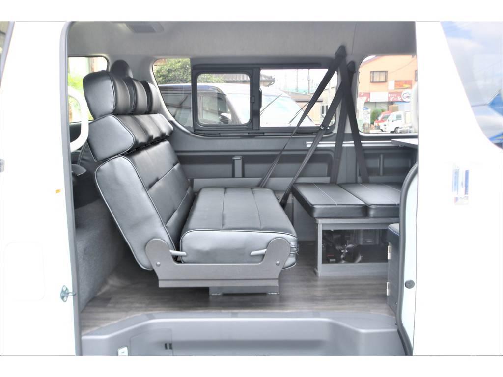 対面モードへも早替わり! | トヨタ ハイエース 2.7 GL ロング ミドルルーフ 4WD TSS付フレックスVer2内装架装