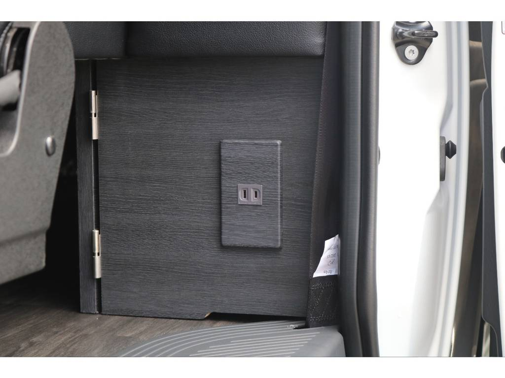 嬉しいAC100V電源付き! | トヨタ ハイエース 2.7 GL ロング ミドルルーフ 4WD TSS付フレックスVer2内装架装