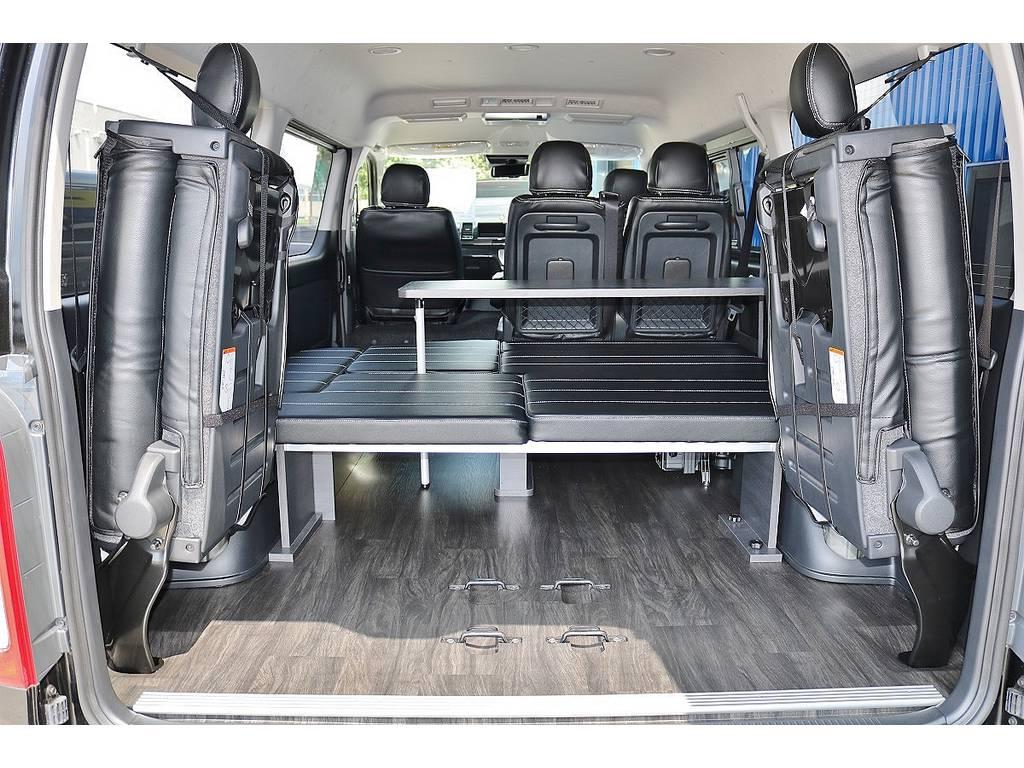 4列目シートを跳ね上げて、広大な荷室スペースを確保することも可能です!