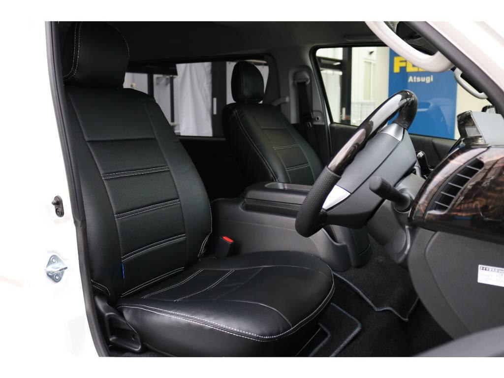 運転席側のドアを開けたイメージです。ハイエースは車高が高くて前がないので運転しやすいですよ!
