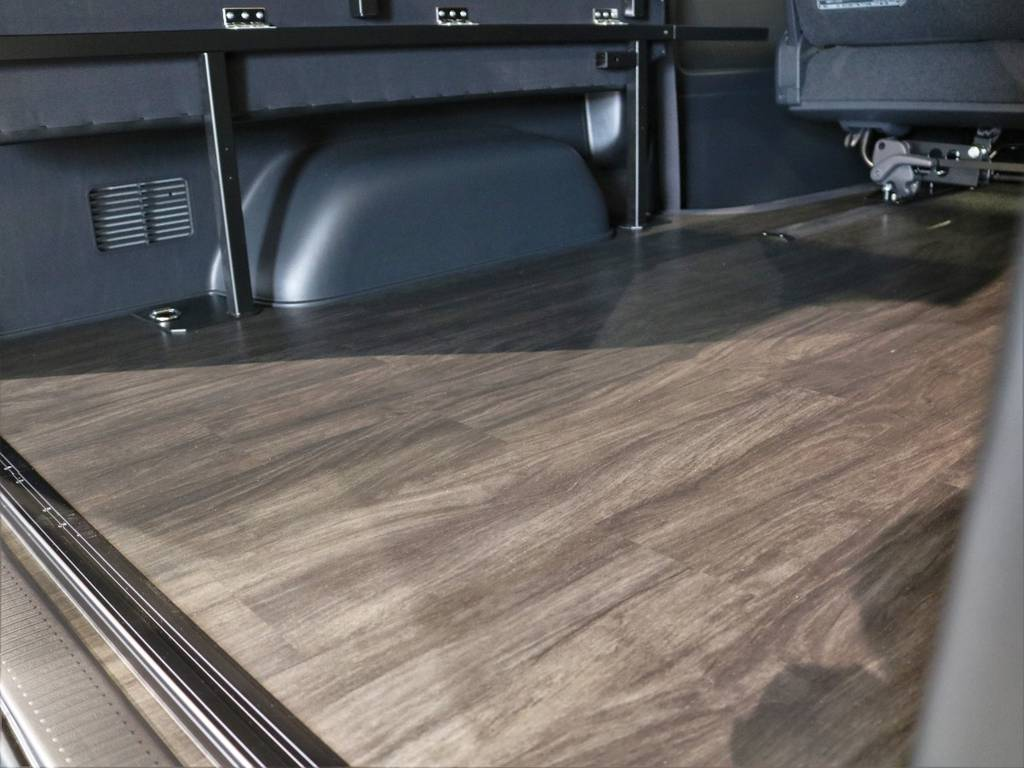 全面フローリング施工! | トヨタ ハイエースバン 2.7 スーパーGL ダークプライムⅡ ワイド ミドルルーフ ロングボディ 4WD 内装架装アレンジFU-Wスライド