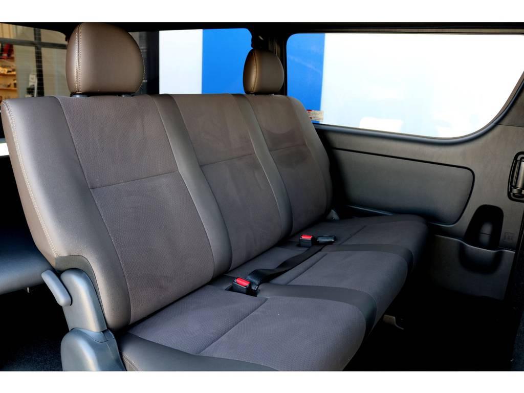 セカンドシートはゆったりと3人ご乗車いただけます♪