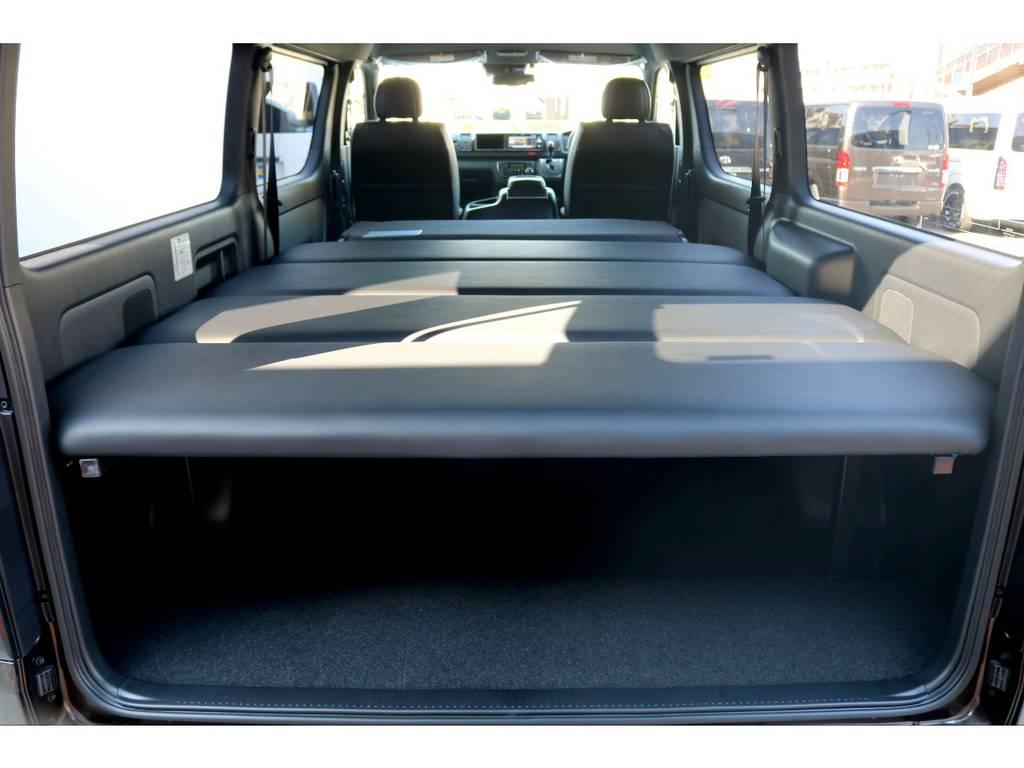 フルフラット展開で全長2mを超える巨大スペースへ♪寝袋1つで車中泊旅が可能です!