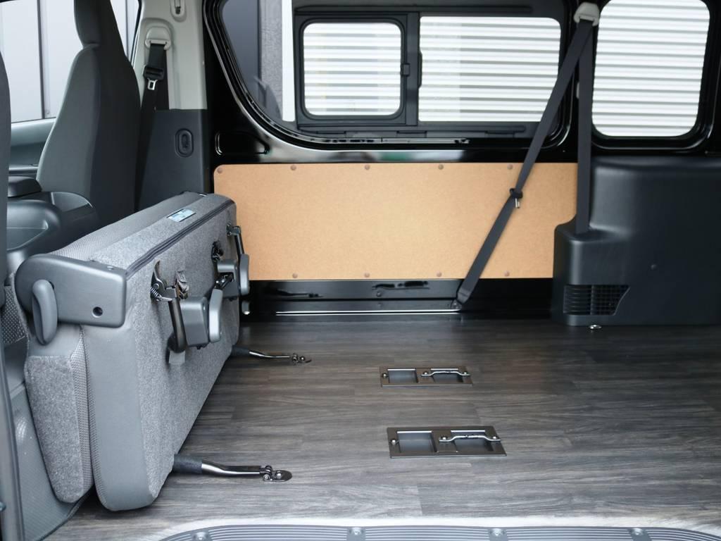 2列目シートは跳ね上げ収納が可能です! | トヨタ ハイエースバン 2.8 DX ワイド スーパーロング ハイルーフ GLパッケージ ディーゼルターボ 4WD 床張りライトカスタム