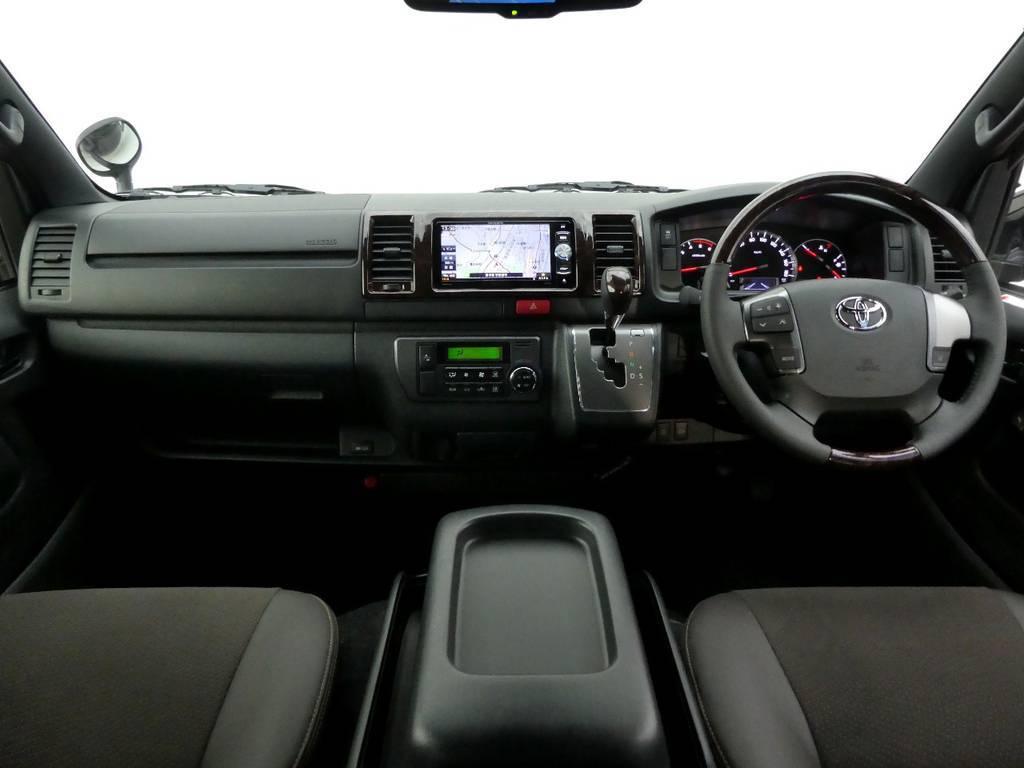 限定車のインテリア!   トヨタ ハイエースバン 2.8 スーパーGL 50TH アニバーサリー リミテッド ロングボディ ディーゼルターボ 4WD 50th限定車ナビパッケージ