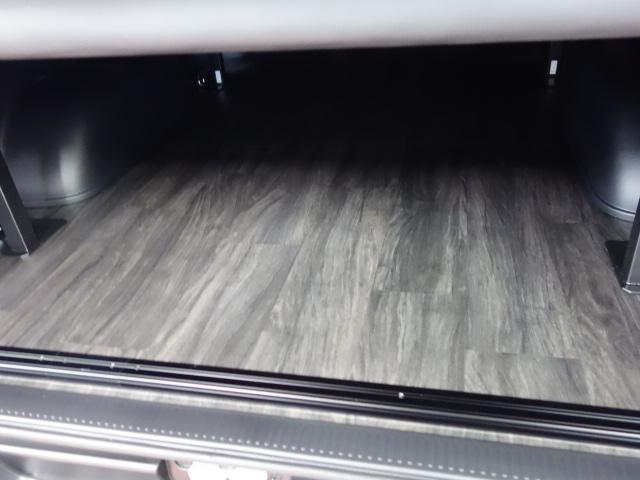 リア全面床張り施工済み!! | トヨタ ハイエースバン 2.0 スーパーGL 50TH アニバーサリー リミテッド ロングボディ 床張りファミリーパッケージ