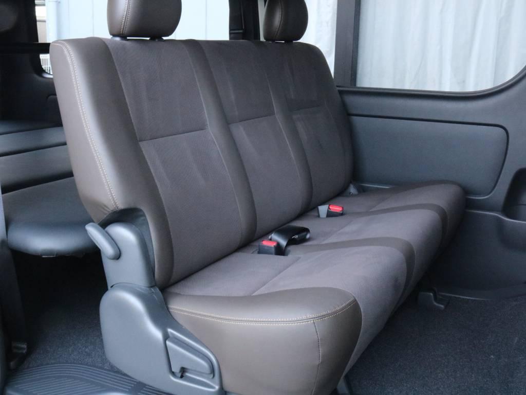 50周年アニバーサリーの特別仕様車限定合皮ダークブラウンシート!二列目は三人掛けです!