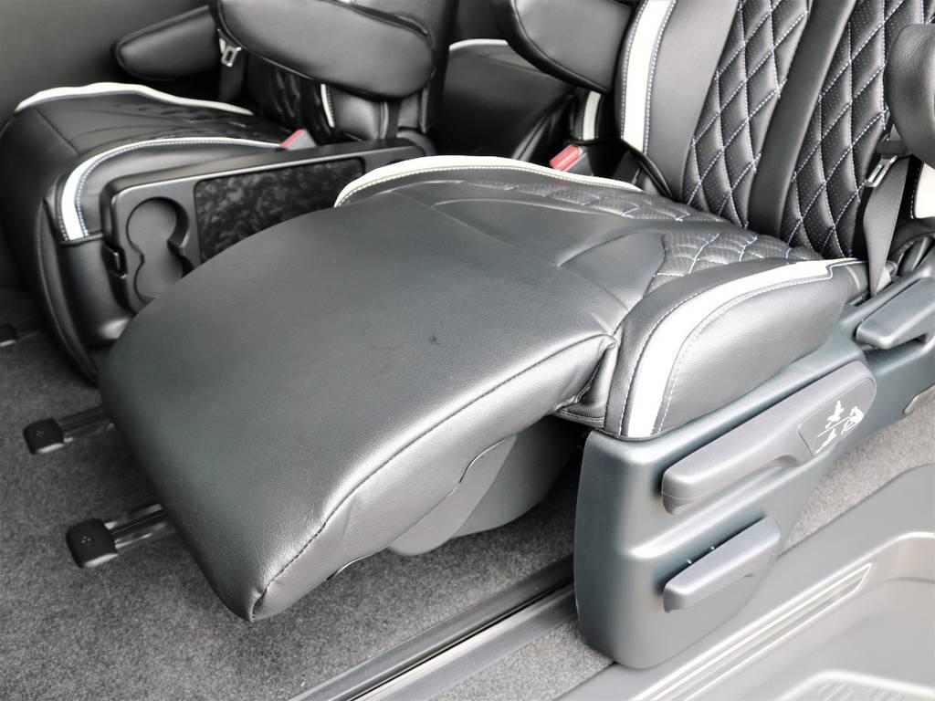 リクライニングに加えオットマン付き! | トヨタ ハイエース 2.7 GL ロング ファインテックツアラー 4WD 特別架装車ファインテックツアラー