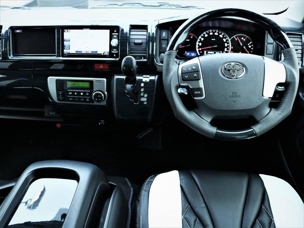 シルクブレイズのインテリアパネル&コンビステアリングを取付け、高級感のある車内です!