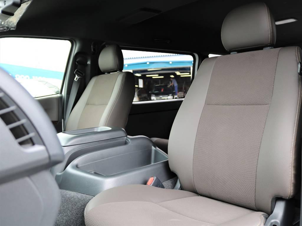 限定仕様ダークブラウンのトリコット&ハーフレザーシート!   トヨタ ハイエースバン 2.7 スーパーGL 50THアニバーサリー リミテッド ワイド ミドルルーフ ロングボディ4WD ナビ&ベッドキッドパッケージ