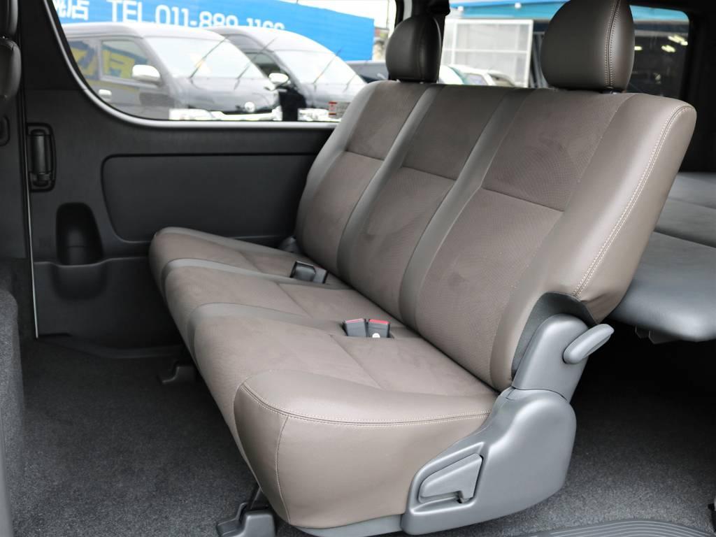 後部座席も同様のシート!   トヨタ ハイエースバン 2.7 スーパーGL 50THアニバーサリー リミテッド ワイド ミドルルーフ ロングボディ4WD ナビ&ベッドキッドパッケージ