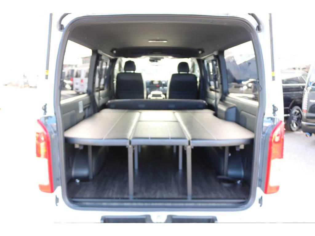 セカンドシートを折り畳めば広くスペースを確保出来ます!