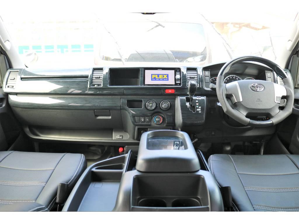 ブラックウッドインテリアキットで高級感溢れる内装!!   トヨタ ハイエースバン 2.8 DX ワイド スーパーロング ハイルーフ GLパッケージ ディーゼルターボ 4WD トランポPKG