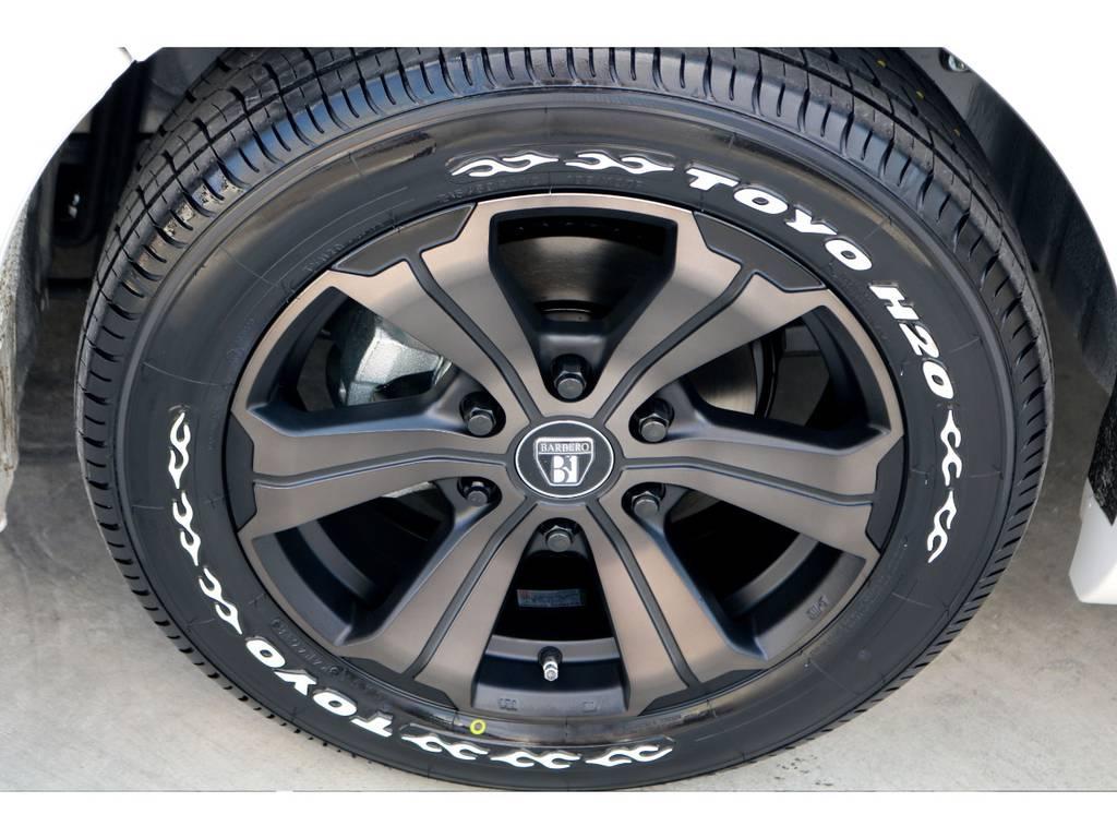 足元にはFLEXオリジナルカラー バルベロUG 17インチアルミにTOYO H20タイヤをチョイス!!   トヨタ ハイエースバン 2.8 DX ワイド スーパーロング ハイルーフ GLパッケージ ディーゼルターボ 4WD トランポPKG