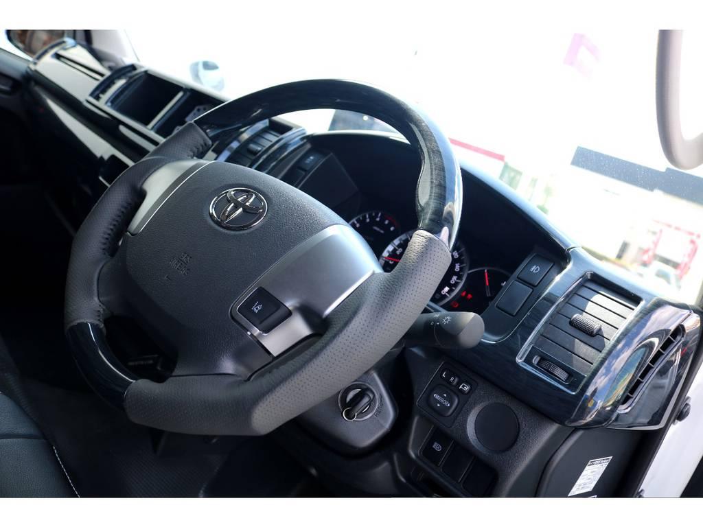 ステアリングは握りやすいガングリップタイプ!!   トヨタ ハイエースバン 2.8 DX ワイド スーパーロング ハイルーフ GLパッケージ ディーゼルターボ 4WD トランポPKG