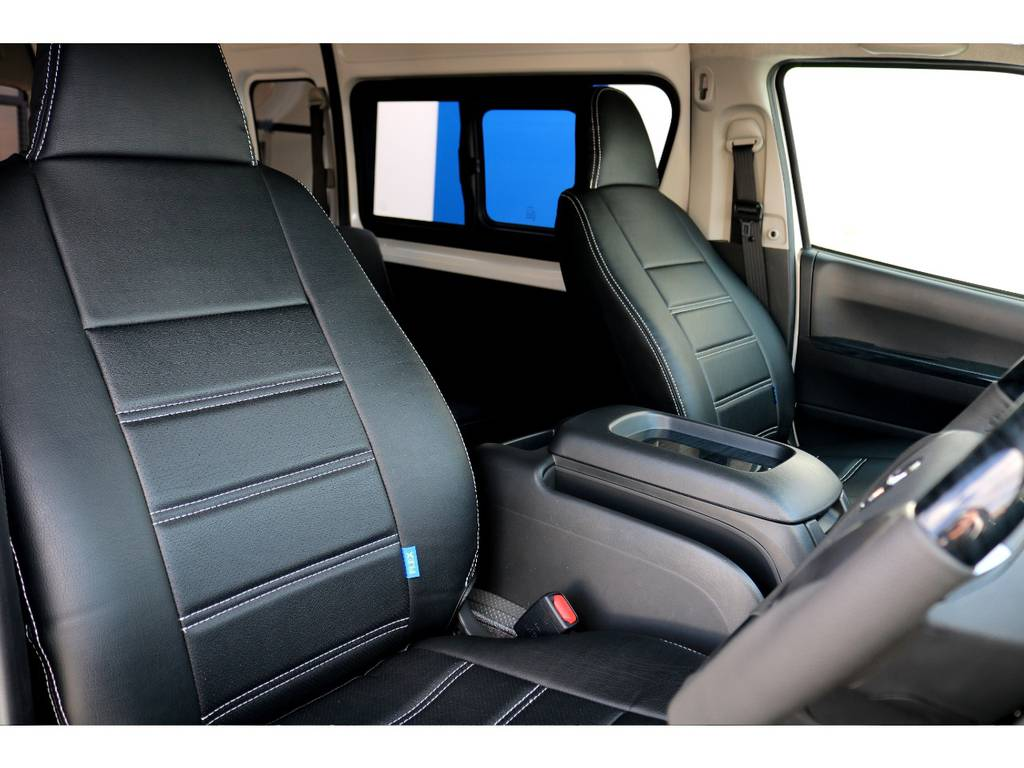 全席に専用シートカバーを完備!!   トヨタ ハイエースバン 2.8 DX ワイド スーパーロング ハイルーフ GLパッケージ ディーゼルターボ 4WD トランポPKG
