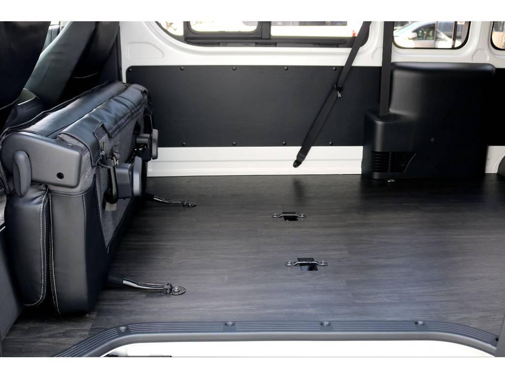 セカンドシートは跳ね上げが可能!!   トヨタ ハイエースバン 2.8 DX ワイド スーパーロング ハイルーフ GLパッケージ ディーゼルターボ 4WD トランポPKG