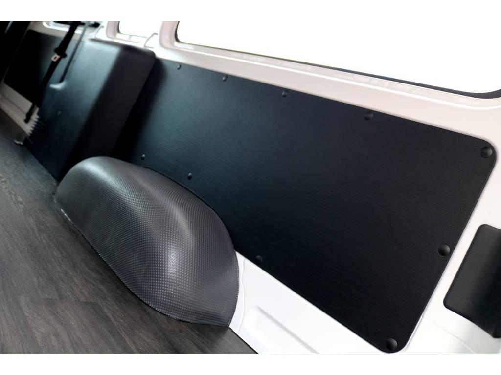 トリムパネルはレザー加工で高級感UP!!   トヨタ ハイエースバン 2.8 DX ワイド スーパーロング ハイルーフ GLパッケージ ディーゼルターボ 4WD トランポPKG