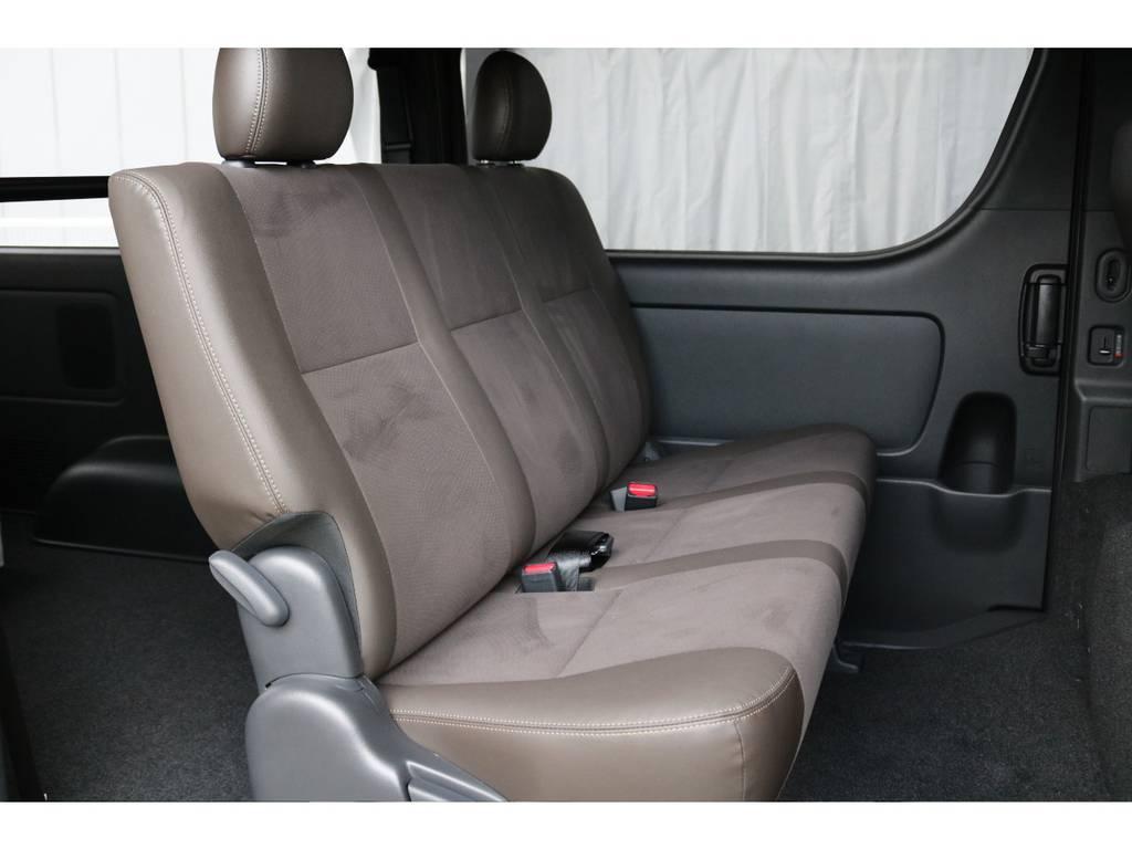 特別仕様車限定ダークブラウン合成皮革シートでシックな印象です | トヨタ ハイエースバン 2.0 スーパーGL 50TH アニバーサリー リミテッド ロングボディ TRDバンパー・オフロード仕様
