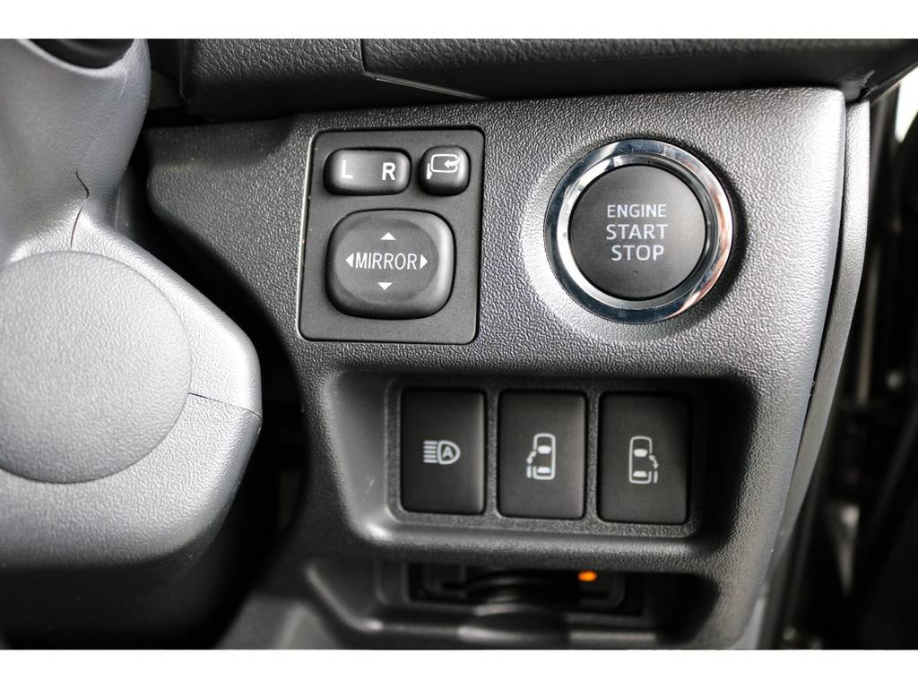 スマートキーなので両手が塞がっていてもドアが開けやすいですよ(^^) | トヨタ ハイエースバン 2.0 スーパーGL 50TH アニバーサリー リミテッド ロングボディ TRDバンパー・オフロード仕様