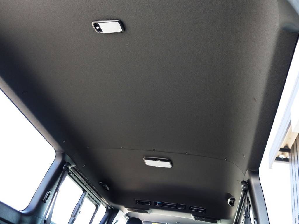 特別仕様車 ダークプライムⅡは、天井やトリム(車内の壁)等がブラックカラーとなっており、高級感のある内装となっております♪