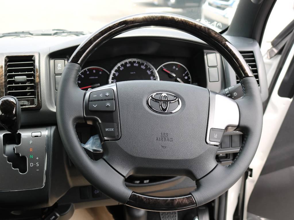 グリップの握り心地が素晴らしいです!メーカーオプションのステアリングステアリングリモコン付きです♪ | トヨタ ハイエースバン 2.8 スーパーGL ダークプライムⅡ ロングボディ ディーゼルターボ 4WD Ver.4 DPⅡ