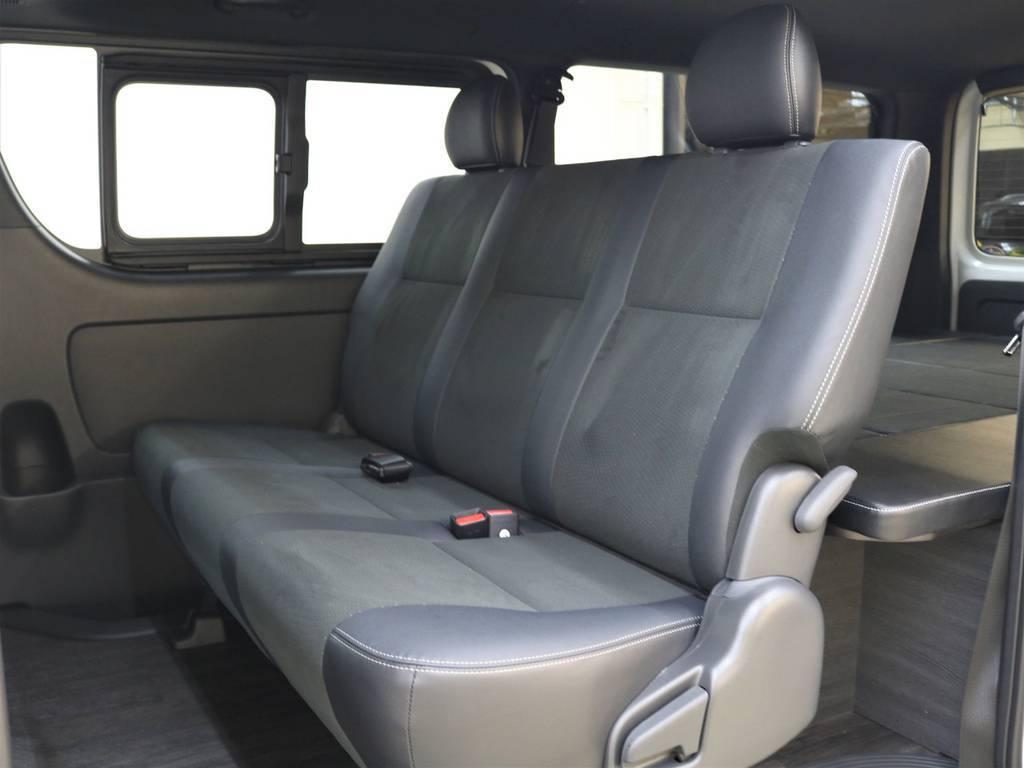 トリコット生地とレザーのツートンで、より質感のあるシートです! | トヨタ ハイエースバン 2.8 スーパーGL ダークプライムⅡ ロングボディ ディーゼルターボ 4WD Ver.4 DPⅡ