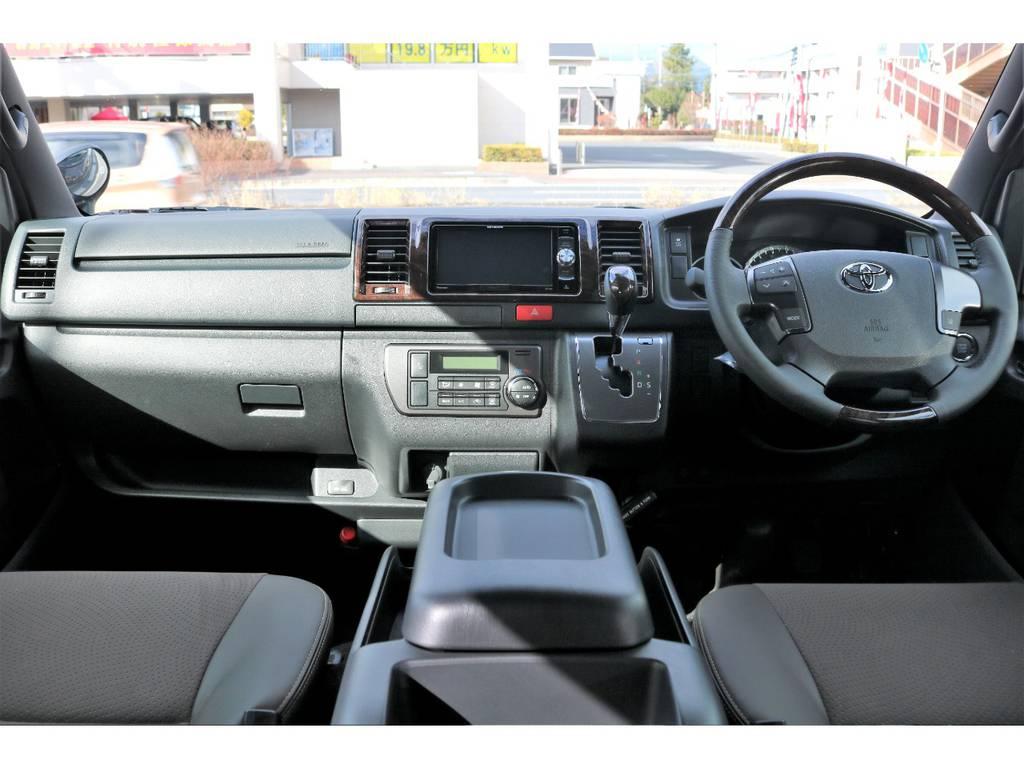50THアニバーサリーならではの高級感溢れる内装!! | トヨタ ハイエースバン 2.8 スーパーGL 50TH アニバーサリー リミテッド ロングボディ ディーゼルターボ 4WD ナビPKG