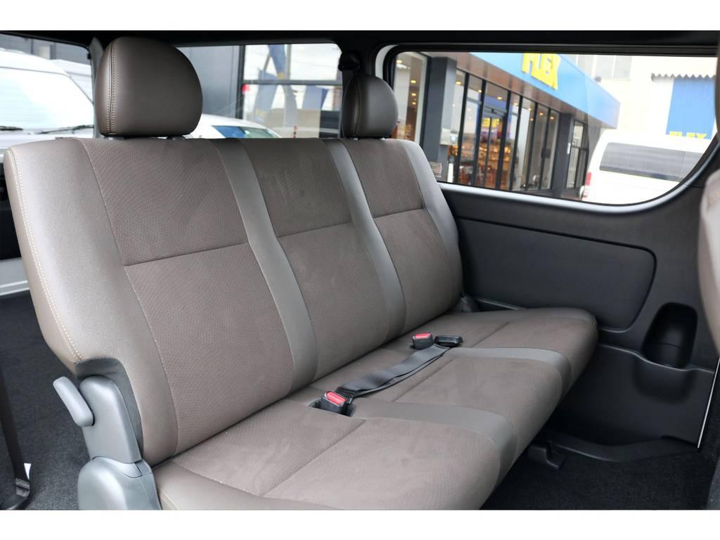 ハーフレザーシートは高級感があり、座り心地も良いですよ!! | トヨタ ハイエースバン 2.8 スーパーGL 50TH アニバーサリー リミテッド ロングボディ ディーゼルターボ 4WD ナビPKG