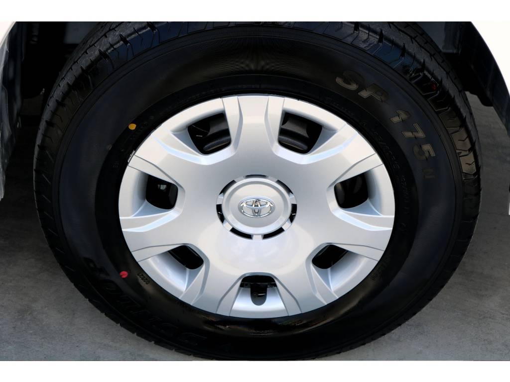 特別仕様車専用の高輝度塗装ホイールキャップ!! | トヨタ ハイエースバン 2.8 スーパーGL 50TH アニバーサリー リミテッド ロングボディ ディーゼルターボ 4WD ナビPKG