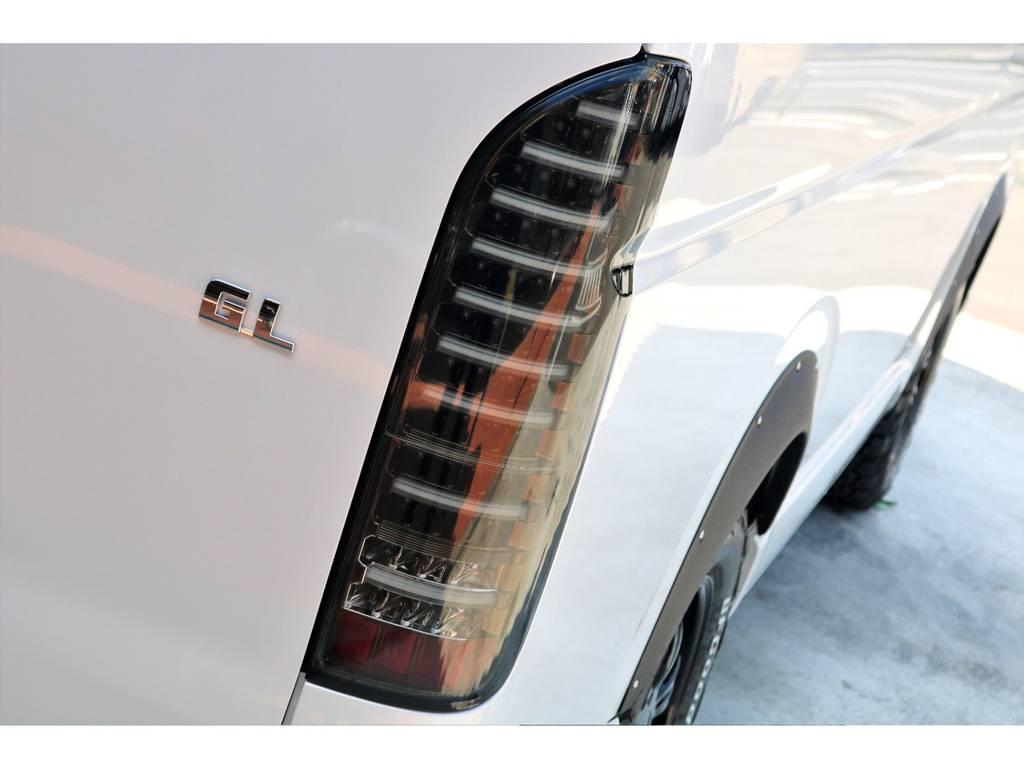 ヴァレンティ LEDテールTRADをインストール!LEDチューブのラインにセンスが光ります!