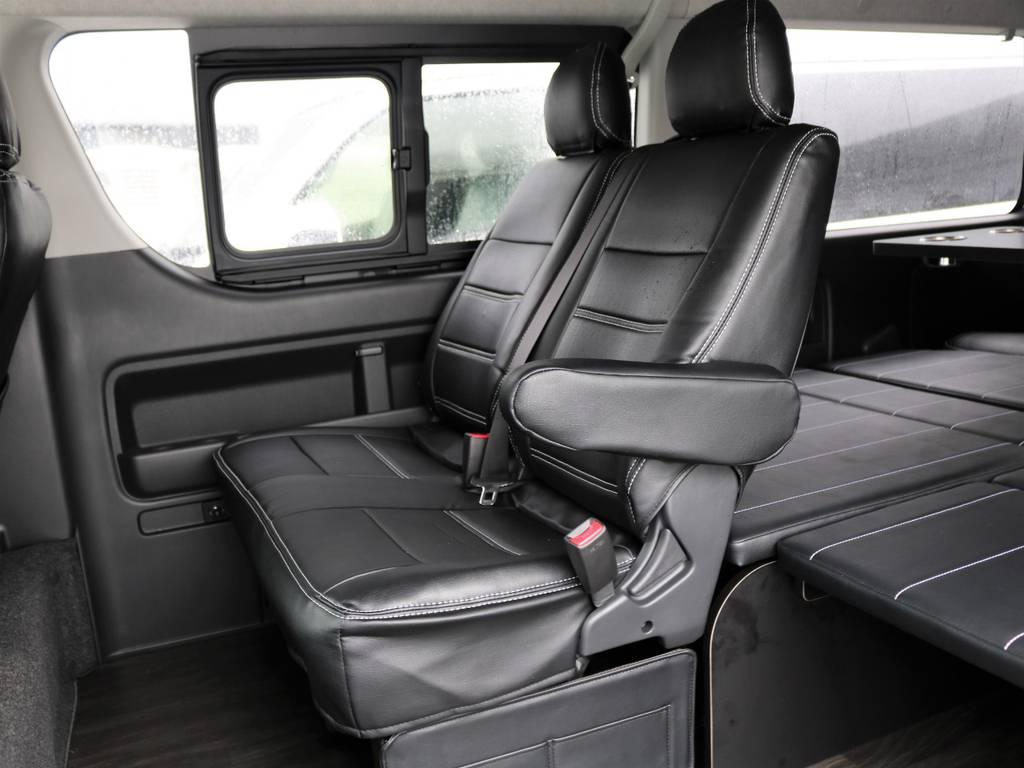 内装には全席シートカバー装着です♪黒色の室内色で統一され、雰囲気たっぷりです!