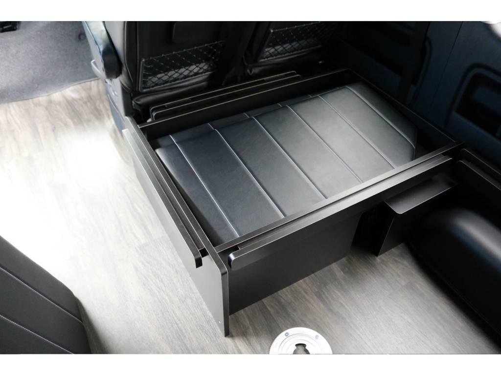 リアのベッドマットはこのBOXに収納可能です! | トヨタ ハイエース 2.7 GL ロング ミドルルーフ 4WD アレンジR1