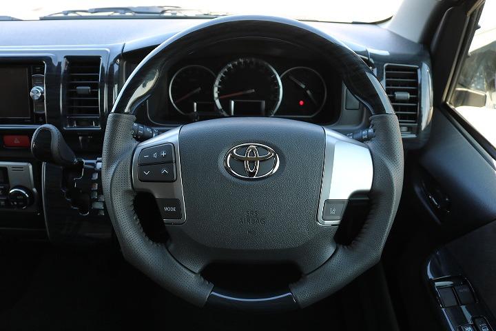 ガングリップハンドルは非常に握りやすいので運転も楽しくなります   トヨタ ハイエース 2.7 GL ロング ミドルルーフ 4WD TSS付